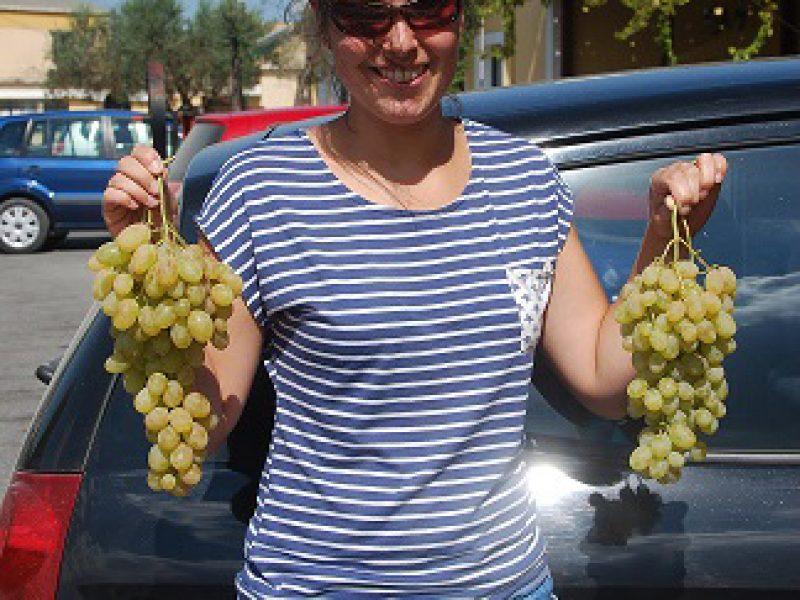Merel Huezer with grapes!