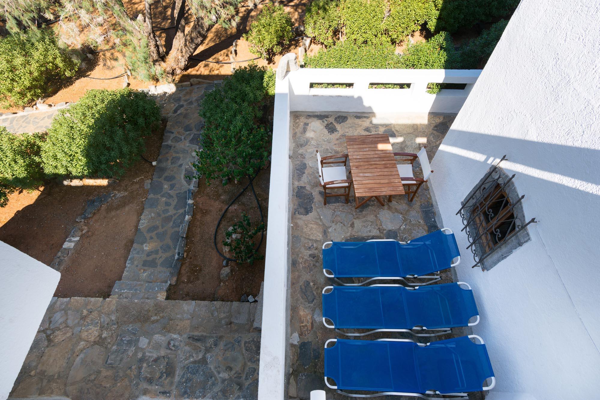 V1 veranda patio